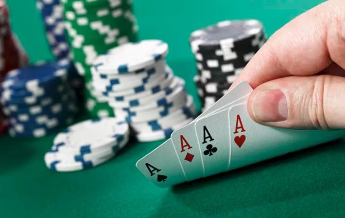 Pokeripelaaminen netissä